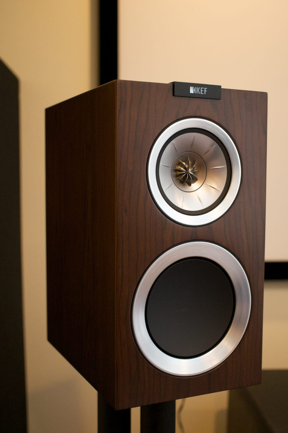 KEF R300 Speaker Review | Reference Home Theater